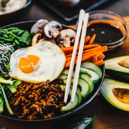 拌饭 荷包蛋 煎蛋 胡萝卜 蘑菇 蔬菜