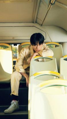 易烊千玺 tfboys 歌手 演员 明星 艺人 公交车